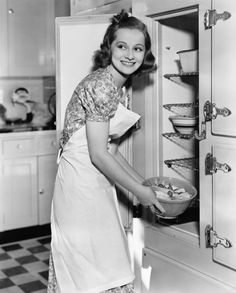 • Vintage kitchen. I love the fridge.