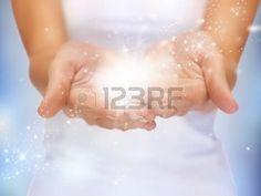 milagros: cuadro del primer brillante de destellos mágicos en manos femeninas