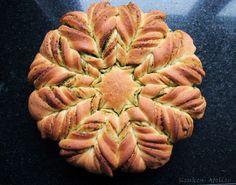 Pesto Flower Bread- Pesto Brood