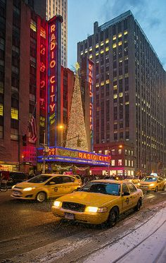 Christmas in Radio City Music Hall, NYC Radio City Music Hall, New York Christmas, City That Never Sleeps, Living In New York, Concrete Jungle, City Girl, Best Cities, Winter Scenes, City Lights