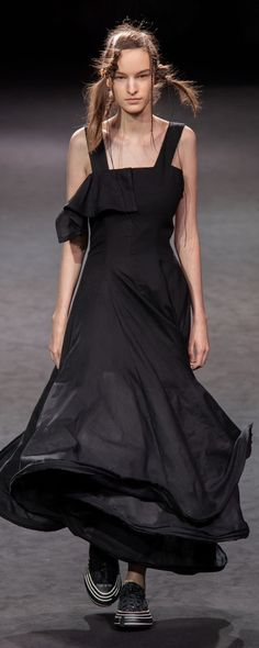 Yohji Yamamoto Spring-summer 2020 - Ready-to-Wear Gothic Gowns, Yohji Yamamoto, Ready To Wear, Spring Summer, Photos, How To Wear, Collection, Dresses, Fashion