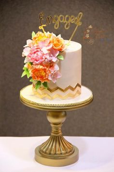 Ivory and gold  - Cake by Signature Cake By Shweta