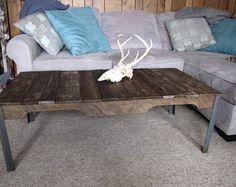 Table d'appoint bois de palette avec pieds en métal et plateau