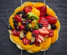 Τάρτα με κρέμα πατισερί και φρούτα εποχής | olivemagazine.gr Cheesecake Brownies, Cheesecake Recipes, Greek Desserts, Sweet Pie, How To Make Chocolate, Oreo, Food To Make, Food And Drink, Sweets