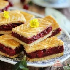 Az igazi meggyes linzer Hungarian Desserts, Hungarian Recipes, Hungarian Food, Summer Desserts, No Bake Desserts, Torte Cake, Croatian Recipes, Sweet Cakes, Sweet Recipes
