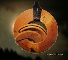 bijou fantaisie en bois de buis, Alpes de Haute Provence : Pendentif par amabati