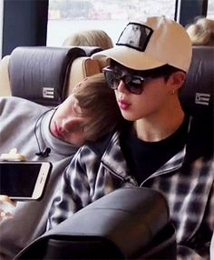 comfy, taehyung? ^.^ (2/2)