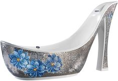 Bathtub for Shoe fanatics... the beautiful insanity... maybe flowers for my tub