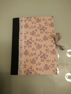 Cuaderno flores azules_lazo gris