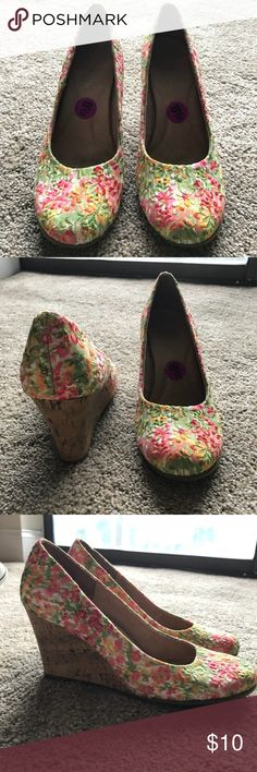 Floral Aerosoles Wedge Heel SUPER COMFORTABLE floral wedges. Aerosoles specializes in comfortable shoes for women. Only worn around my house as I never found the right outfit for them! They show very minimal signs of wear inside, bottom sole is nearly perfect. AEROSOLES Shoes Wedges