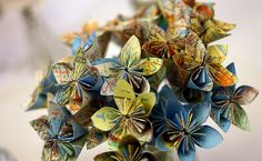 flowers made from maps - this is the most amazing idea for a bouquet for a traveler!