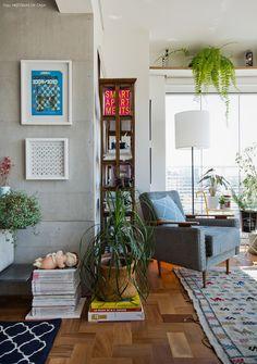 29-decoracao-varanda-integrada-parede-concreto-plantas-poltrona-vintage