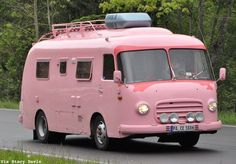 Most current Free Vintage Caravans pink Tips Is your caravan most element, no type? This is reasonable for you to update your interior. It's been technically test Camper Caravan, Retro Campers, Cool Campers, Camper Trailers, Camper Van, Vintage Campers, Diy Camper, Retro Trailers, Camper Interior