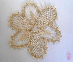 Aplique em renda renascença Romanian Lace, Point Lace, Needle Lace, Irish Crochet, Crochet Flowers, Beautiful World, Loom, Textiles, Embroidery