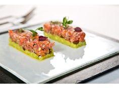 Тар-тар из лосося и тунца на креме из авокадо