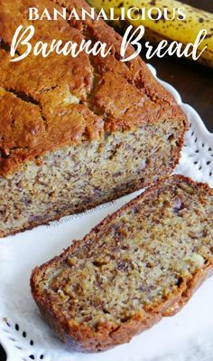 Bananalicious Banana Bread The best banana bread recipe. Super moist and packed with lots of bananas! - Use those overripe bananas to make the best banana bread recipe - Bananalicious Banana Bread Köstliche Desserts, Delicious Desserts, Dessert Recipes, Yummy Food, Dinner Recipes, Keto Recipes, Cake Recipes, Healthy Recipes, Easy Banana Bread