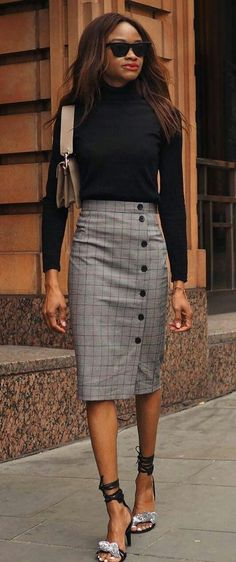 Pencil Skirt Outfits // Casual Skirt Outfits // How to wear skirt outfits // Fashion casual outfits // Trending women's Clothes // Office outfits ideas Pencil Skirt Casual, Plaid Pencil Skirt, Pencil Skirt Outfits, Casual Skirt Outfits, Pencil Skirts, Mode Outfits, Office Outfits, Classy Outfits, Fashion Outfits