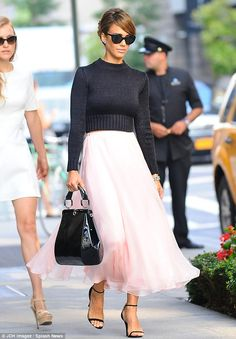 Jessica Alba in Ultra Feminine Look, Cropped Sweater Top and Pastel Pink Chiffon Skirt Heading to Ralph Lauren Spring Summer 2014 Show, New York Fashion Week. More Pink Color Fashion. Looks Chic, Looks Style, Style Me, Nyfw Style, Style Hair, Street Style Jessica Alba, Look Fashion, Womens Fashion, Fashion Trends