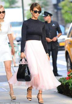 Jessica Alba in a pink chiffon skirt