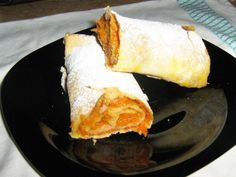 Placinta de dovleac (rulouri cu dovleac) Romanian Food, Romanian Recipes, Home Bakery, Yams, Cornbread, Sweet Potato, Recipies, Sweets, Vegan