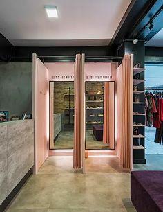 Fashion Shop Interior, Clothing Boutique Interior, Ideas De Boutique, Boutique Decor, Lingerie Store Design, Clothing Store Design, Showroom Interior Design, Boutique Interior Design, Boutique Store Design