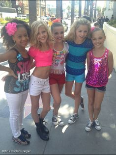 Great Pic Maddie, Kendall, and Chloe are all wearing the same shoe