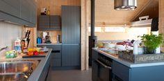 Interiør |Ålhytta Log Homes, Kitchen Cabinets, Table, Furniture, Fill, Arch, Design, Houses, Home Decor