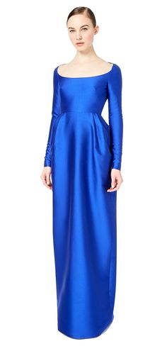 Simple yet elegant, this dramatic dress would be perfect for a royal blue themed wedding.