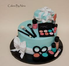 New birthday makeup party mac cake ideas Teen Cakes, Girly Cakes, Fancy Cakes, Make Up Torte, Make Up Cake, Makeup Birthday Cakes, 13 Birthday Cake, Birthday Cake Girls Teenager, Beautiful Birthday Cakes
