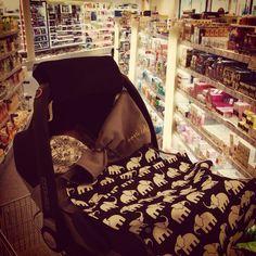 Optikids Tagträumer Süße Träume während des Einkaufs!  black&white-Style  Verschiedenste Designs möglich: info@opti-kids.com oder 0049 151 21585454  ⭐️newborn ⭐️baby ⭐️daydreamer ⭐️wrappedaroundthestroller ⭐️cosy ⭐️bringagift ⭐️madeingermany ⭐️sweetdreams ⭐️dreambiglittleone ⭐️Geschenk zur Geburt, zur Taufe, zu Weihnachten - für baby und Eltern