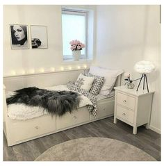 Bedroom Decor For Teen Girls, Girl Bedroom Designs, Room Ideas Bedroom, Small Room Bedroom, Bedroom Ideas For Small Rooms For Teens For Girls, Bedroom Inspo, Bedroom Inspiration, Daybed Room, Stylish Bedroom