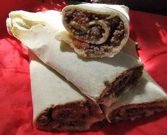 Lahmacun, piadine turcesti picante - mod de preparare, ingrediente. Reteta piadine turcesti lahmacun cu umplutura de carne tocata de vita.