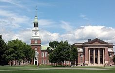 Founded in 1769 - Dartmouth University (New Hampshire) has a lovely campus! Enjoyed touring this school. Dartmouth University, Dartmouth College, University Architecture, College Campus, College Life, College Admission, Beautiful Buildings, New Hampshire, New England