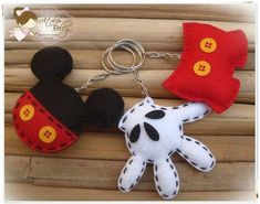 Mickey mouse keychains in 3 styles in felt Felt Diy, Felt Crafts, Fabric Crafts, Sewing Crafts, Diy And Crafts, Sewing Projects, Arts And Crafts, Disney Diy, Disney Crafts