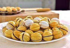 Stuffed walnuts, video recipe, by Jamila Cuisine (in Romanian) Romanian Desserts, Romanian Food, Italian Desserts, Just Desserts, Delicious Desserts, Sweets Recipes, Baking Recipes, Shaped Cookie, Relleno