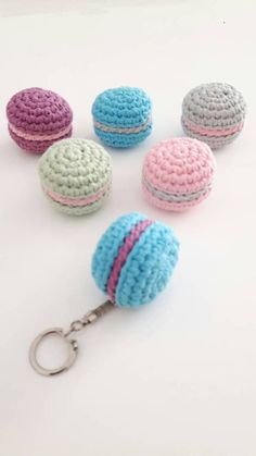 Macaron au crochet, porte clé Kawaii, mini macarons, petit cadeau sympa, macarons crochet, porte clé macaron, gros macaron, porte clé rigolo