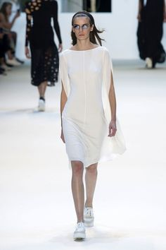 Akris Spring 2016 Ready-to-Wear Collection  - ELLE.com