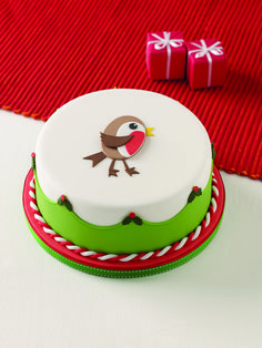 Winter Robin Cake - Taken from Using Cutters on Cakes Christmas Deserts, Christmas Cakes, Christmas Goodies, Christmas Treats, Christmas Cake Designs, Christmas Cake Decorations, Fairy Castle Cake, Xmas Cakes, Cake Decorating