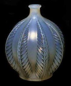 Malines vase THE SPLENDORS OF LALIQUE ART  Vases