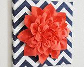 """NUOVI anni vendita muro di fiori - corallo Dahlia su Chevron bianchi e blu marino 12 x 12"""" tela Wall Art-3D feltro fiore"""