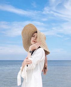 Beach Photography Poses, Fashion Photography Poses, Beach Poses, Ootd Poses, Photo Hacks, Hijab Fashion Summer, Beach Ootd, Hijab Fashion Inspiration, Foto Instagram