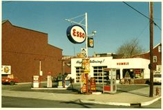 esso.gif (64524 bytes)-  we used to get our Christmas tree when I was young. Now it is the Uni Mart