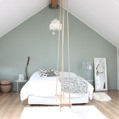Une balançoire dans une chambre... Génial! ;)