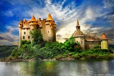 Do you know where to admire this enchanted 15th century castle surrounded by a lake?  #ttot #travelinspiration #France #Auvergne  #Picoftheday