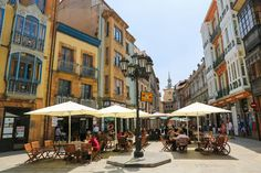 Plaza del Fontán En los inicios de la ciudad de Oviedo se trataba de una laguna natural a las afueras de la ciudad, la cual era abastecida por manantiales naturales que brotaban en la zona y rápidamente se convirtió en zona de recreo de los nobles ovetenses.