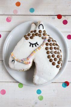 Pferdegeburtstag Kuchen - Rezept: Pferdekuchen, Pferdegeburtstag Spiele, Pferdegeburtstag Einladungskarten und andere Pferdegeburtstag Ideen findet man hier. Die Pferdeparty und die Pferdedeko lässt sich mit relativ wenig Aufwand umsetzen.