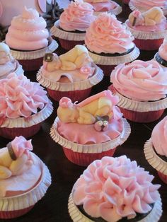 Cute cupcakes for baby shower Torta Baby Shower, Cupcakes Baby Shower Niño, Baby Shower Cupcakes For Girls, Baby Cupcake, Cupcake Cakes, Cup Cakes, Cupcake Ideas, Shower Baby, Beautiful Cupcakes