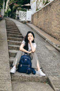 Naeun for Samantha Thavasa. South Korean Girls, Korean Girl Groups, Divas, Selfies, Apink Naeun, K Pop, Son Na Eun, Pink Panda, Jennie Blackpink