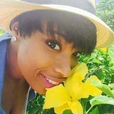 Pin for Later: This Week's Cutest Celebrity Candids Jennifer Hudson Jennifer Hudson took the time to smell the flowers.