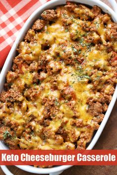 This easy keto cheeseburger casserole is hearty and filling and makes a wonderful low carb alternative to a cheeseburger. This easy keto cheeseburger casserole is hearty and filling and makes a wonderful low carb alternative to a cheeseburger. Cena Keto, Comida Keto, Carb Alternatives, Keto Casserole, Low Carb Cheeseburger Casserole, Paleo Casserole Recipes, Easy Healthy Casserole, Low Calorie Recipes, Low Carb